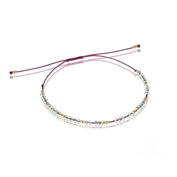 Bransoletka na cienkim sznureczku z błyszczącymi kryształkami