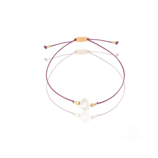 Bransoletka na cienkim, bordowym sznurku z perełką i srebrem