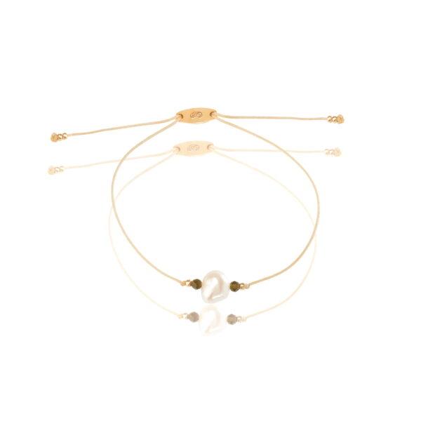 Bransoletka na cienkim, beżowym sznurku z perełką i obsydianami