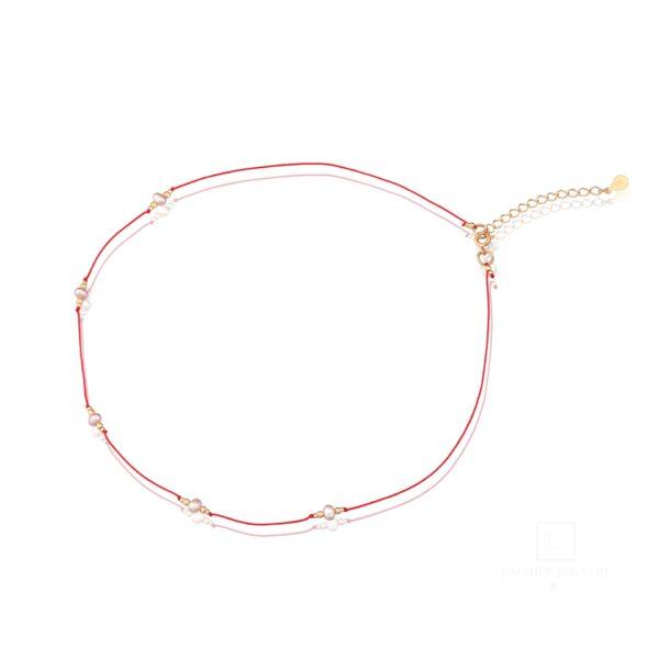 Choker na czerwonym sznurku z perełkami
