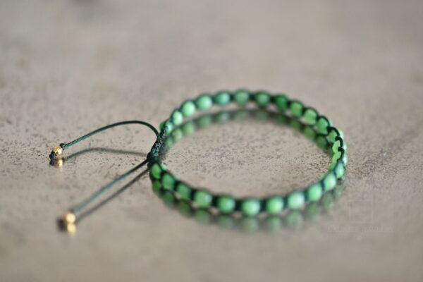 Bransoletka męska na ciemnym zielonym sznurku z zielonym jadeitem2