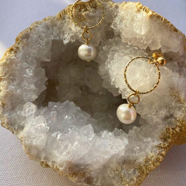 Kolczyki ze srebra z kółeczkami i perłą