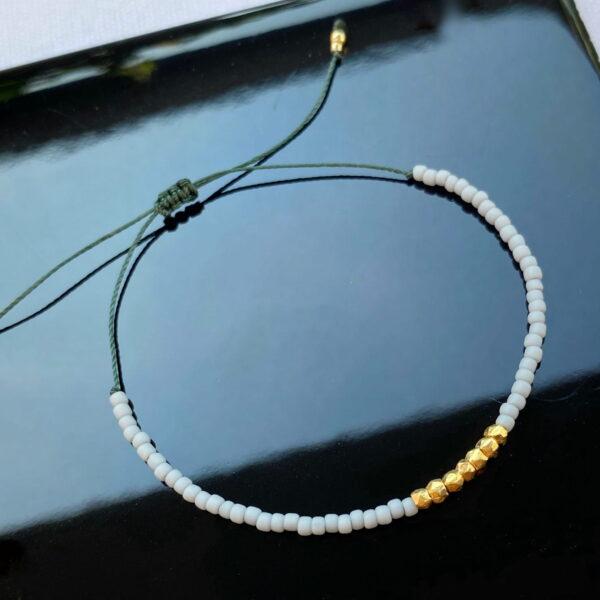 Bransoletka na cienkim ciemno - zielonym sznureczku z szarymi koralikami i srebrem 925