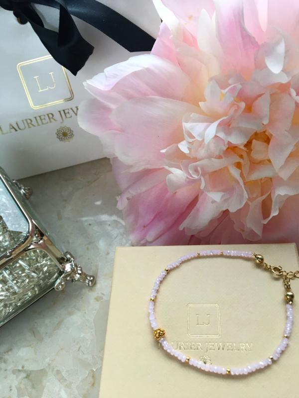 Bransoletka z rózowymi kryształkami i srebrem