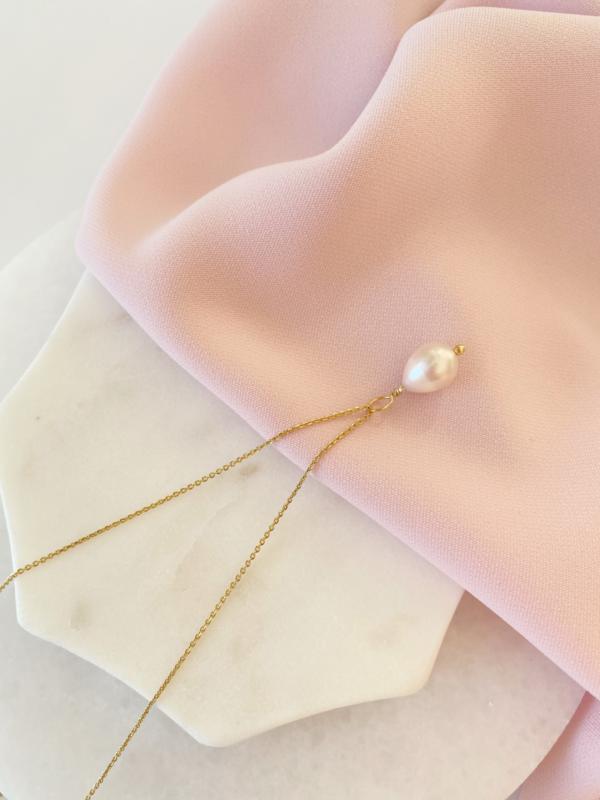 Naszyjnik z kremową perłą.